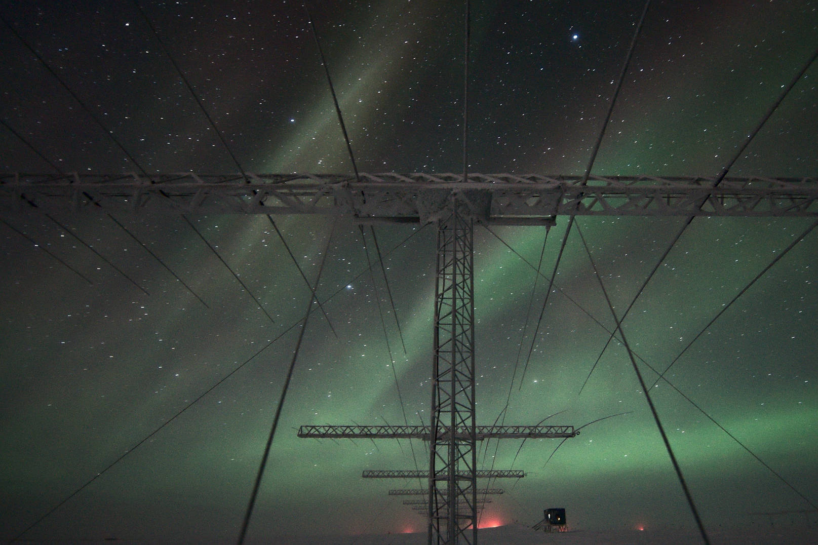 SuperDARN antennae and auroras