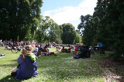 Lucky coincidence: open-air concert in the park